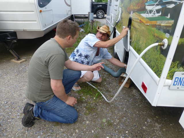 Hjælp til strøm, vand og kloak i autocamper